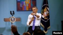 美國總統奧巴馬2014年12月9日在納什維爾就美國移民政策回答提問。