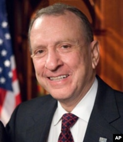 宾西法利亚州前联邦参议员阿兰•斯帕克特
