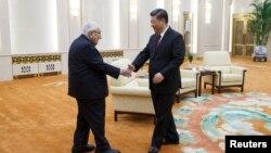 中国国家主席习近平在北京人大会堂会见前美国国务卿基辛格。(2018年11月8日)