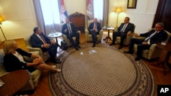 Serbian Prime Minister Aleksandar Vucic, third from from left, speaks during a meeting with Serbian President Tomislav Nikolic, third from right, and other Bosnian Serb leaders in Belgrade, Serbia, Sept. 1, 2016.
