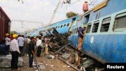 Unas 600 personas viajaban a bordo del tren cuando se produjo el descarrilamiento. Aunque la red ferroviaria de India es muy antigua, las autoridades no descartan un acto de sabotaje de los rebeldes maoístas.