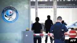 保安人員守衛位於巴黎的法國對外情報機構--對外安全總局(DGSE)總部。 (2015年6月4日)