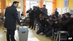 German Economy Minister and chairman of the German Free Democrats, Philipp Roesler, casts his ballot for the state election of Lower Saxony in Isernhagen, near Hannover, January 20, 2013.