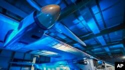 """Pilot Andre Boršberg pokušaće da avionom """"Solarni impuls 2"""" 2015. obavi prvi put oko sveta bez ikakvog goriva."""