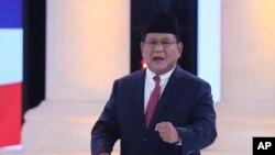Capres Prabowo Subianto dalam acara debat Pilpres kedua di Jakarta hari Minggu (17/2).
