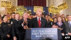 Potpredsednik SAD Džozef Bajden pruža podršku nastavnicima, policiji i vatrogascima, koji traže usvajanje zakona o federalnoj pomoći vrednoj 35 milijardi dolara