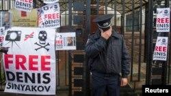 Демонстрация в поддержку Дениса Синякова