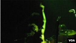 """Tricky presentó su último disco """"Knowle West Boy"""" ante unas 500 personas en La Trastienda, en Montevideo."""