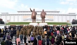 Bắc Triều Tiên tổ chức kỷ niệm 85 năm ngày thành lập quân đội. Ảnh do hãng thông tấn trung ương Triều Tiên đăng ngày 25/4/2017.