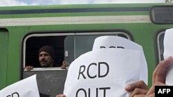 Hàng trăm người xuống đường biểu tình đòi những tàn dư trong chế độ cũ của ông Ben Ali phải bị loại ra khỏi chính phủ