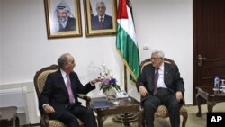 US Special Envoy for Middle East Peace George Mitchell, left, talks with Palestinian President Mahmoud Abbas before their meeting at Abbas' residence, in the West Bank city of Ramallah, 01 Oct 2010