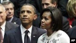 奧巴馬總統和夫人在亞利桑那州參加追悼會