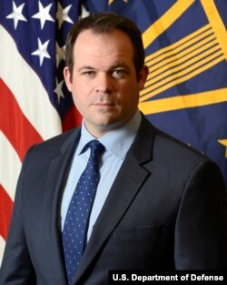 美國國防部製造與工業政策事務副助理部長埃里克·丘寧(Eric Chewning)(美國國防部圖片)