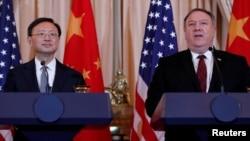 Ngoại trưởng Mỹ Mike Pompeo và ông Dương Khiết Trì, Uỷ viên Quốc vụ viện Trung Quốc.