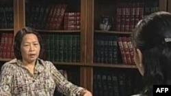 Nhà văn bất đồng chính kiến Trần Khải Thanh Thủy trong một buổi phỏng vấn với đài VOA