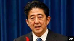 Thủ tướng Nhật Bản Shinzo Abe nói rằng Nhật Bản sẽ không bao giờ chấp nhận việc thay đổi hiện trạng bằng vũ lực hoặc cưỡng ép