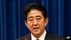 日本首相安倍晋三在记者会上(2013年10月1日)