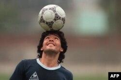 Diego Maradona memimpin Argentina menjuarai Piala Dunia tahun 1986 di Meksiko (foto: dok).