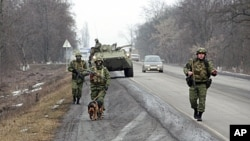 军警在俄罗斯南部的少数民族地区印古什巡逻