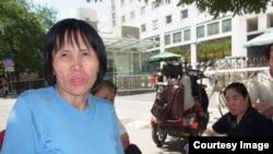 2013年8月中國維權律師曹順利在外交部接受採訪時的一張照片,這也是她被抓之前最後一張照片(參與網照片)