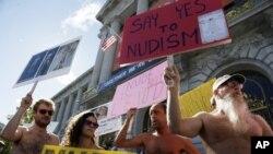 La ordenanza permitirá el nudismo durante ferias y desfiles en calles previamente autorizadas.