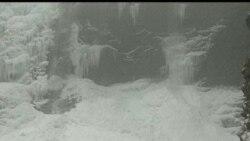 У Китаї замерз водоспад