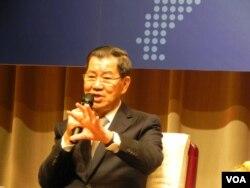 即将启程前往北京的台湾领袖代表萧万长 (美国之音许波 拍摄)