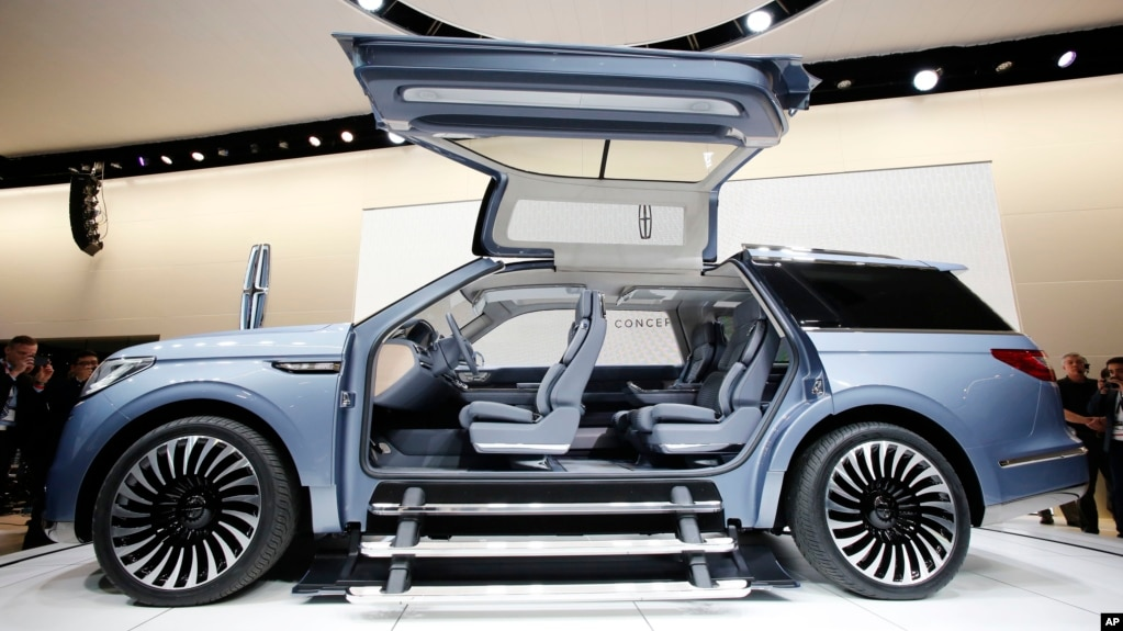 Large Cars on Top At New York Auto Show