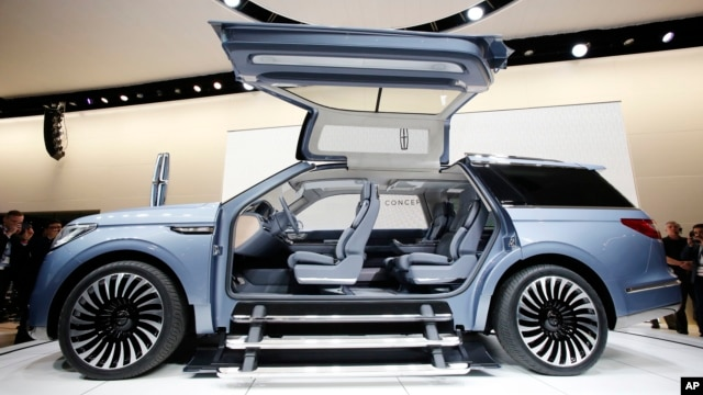The Lincoln Navigator Concept is shown at the New York International Auto Show, March 23, 2016.