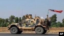 21 Ekim 2019 - ABD ordusuna ait bir askeri aracın Irak'ta bir askeri konvoyla Dahuk'a girişi