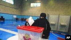 حوزه اخذ رای در دوحه، قطر، شنبه ١٠ مهر ۱۴۰۰