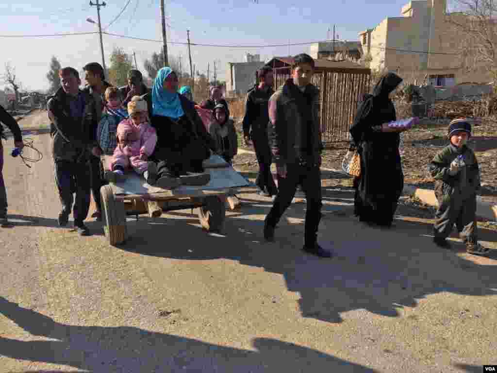عراقی فورسز نے داعش کے عسکریت پسندوں کو مشرقی موصل سے باہر نکالنے کے بعد شہری معمول کی زندگی کی طرف لوٹ رہے ہیں۔