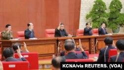 Kim Jong Sik y Ri Pyong Chol, dos de los tres hombres detrás del programa de cohetes prohibido de Kim, también fueron promovidos.