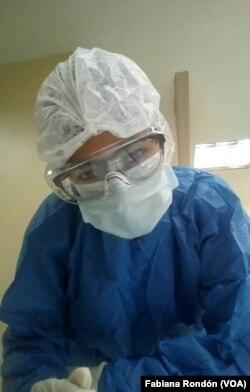 Daniela Amundaray dice que le encanta su trabajo de enfermera.
