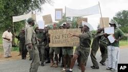 Park rangers protest for better pay outside Kruger National Park, February 6, 2012.