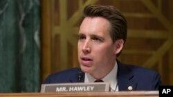 美國聯邦參議員霍利(Sen. Josh Hawley, R-Mo)在參議院司法委員會聽證會上進行質詢。(2019年3月6日)