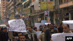 Người biểu tình tức giận vì cảnh sát không ngăn được vụ bạo động bóng đá tệ hại nhất trong lịch sử Ai Cập tối thứ Tư ngày 1/2/2012