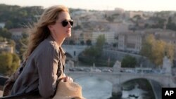 "Julia Roberts as ""Liz Gilbert"" in Italy in Columbia Pictures' EAT PRAY LOVE"