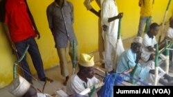 Wasu maza suna saka a Agayawa jihar Katsinan Nigeria