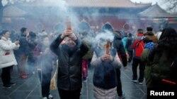Nỗ lực của chính phủ Đài Loan nhằm giảm bớt tình trạng ô nhiễm môi trường từ việc thắp hương.