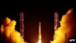 """Старт с Байконура ракеты-носителя """"Протон"""""""