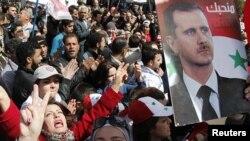 Manifestation pro-Assad sur la place Umayyad, à Damas (15 mars 2012)