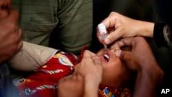 تنها با دو قطره واکسین ضد پولیو می توانید حیات اطفال تان را از فلج دایمی نجات دهید.