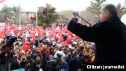Referendum 16-aprelda. 63 yoshli Erdog'an 2014-yildan beri prezident. 2003-2014 yillar orasida esa bosh vazir edi.