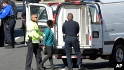 一名妇女3月29日在国会上被警察逮捕。此前警方说一人驾车冲撞国会附近的警察后被逮捕。