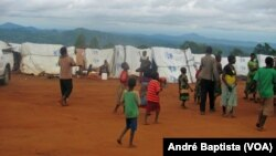 Campo de refugiados moçambicanos em Kapise, distrito de Mwanza, Malawi.