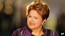 Presidente brasileira debate-se com tensão social
