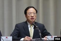 台湾行政院长江宜桦召开记者会说明经贸国是会议内容 (美国之音张佩芝 拍摄)