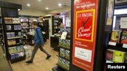 """Un poster en una librería de Londres anuncia la salida a la venta del nuevo libro de J.K. Rowlings, """"The Casual Vacancy"""", para este jueves."""