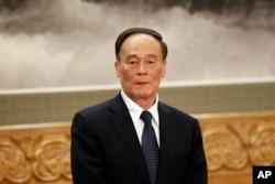 2012年11月15日中共新常委之一王岐山在记者见面会上